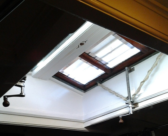 Copper chromed openers, for a smooth opening of the skylights.