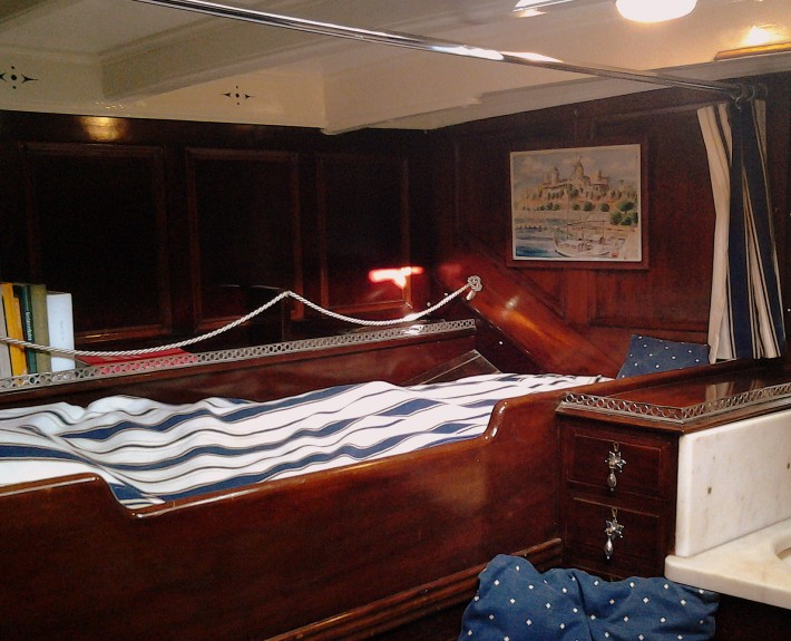 Starboard bunk in ladiescabin.